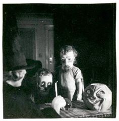 This wasn't your typical All Hallow's Eve.Vintage photos of creepy Halloween costumes have recently surfaced and have taken the meaning of DIY to a new level.The black-and-white pics, which date back. Coastumes Halloween Effrayants, Creepy Old Photos, Vintage Halloween Photos, Creepy Pictures, Halloween Pictures, Vintage Bizarre, Creepy Vintage, Photos D'halloween Vintage, Vintage Photographs