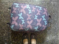 Día 02: Donde estuve (Where I stood). #FMSPhotoADay  Frente a mi clóset, vaciando mi maleta (In front of my closet, emptying my suitcase)