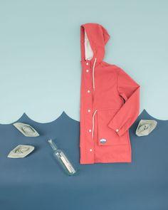 Stay #Pink. In rosa anche contro la pioggia e il vento.  Vieni a trovarci su www.lazzarionline.com e nei nostri negozi.