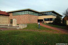 Allen Art Museum Addition by Robert Venturi at GreatBuildings