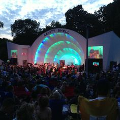 The Levitt Shell is THE place to be in Memphis if you're looking for free music!!