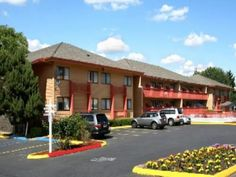 Portland (OR) Howard Johnson Portland Airport United States, North America Howard Johnson Portland Airport is conveniently located in the popular Northeast Portland area. The hotel offers guests a range of services and amenities designed to provide comfort and convenience. Free Wi-Fi in all rooms, 24-hour front desk, luggage storage, car park, airport transfer are on the list of things guests can enjoy. Non smoking rooms, air conditioning, heating, desk, balcony/terrace can be...