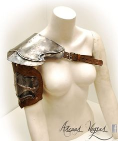 Elven de bretelle en acier et cuir. Taille des femelles. LARP. Armures de fantaisie. Armure du mage. Costumes pour les parties.