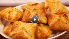 Pastéis de frango mascarpone azeitonas Italiaanse kipflapjes // recipe in Dutch. Recipes Appetizers And Snacks, Snack Recipes, Cooking Recipes, Desserts, Tapas, Dutch Recipes, Italian Recipes, Rudolph's Bakery, Stollen Recipe