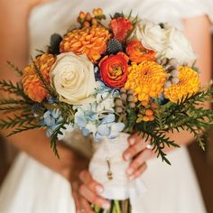 Her bouquet combined hydrangeas, white roses, ranunculuses, dahlias and thistle for a bold textural effect. Fall Floral Arrangements, Beautiful Flower Arrangements, Floral Centerpieces, Beautiful Bouquets, Fall Bouquets, White Wedding Bouquets, Wedding Flowers, Dahlia Bouquet, Chelsea Wedding