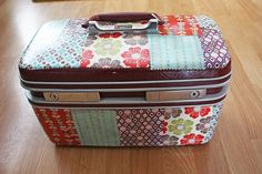 I'd love to find one of these cosmetic cases to modpodge!