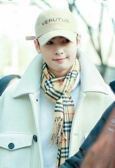 Cha Eunwoo Lee Dong Min, Astro Fandom Name, Eunwoo Astro, Sanha, Kpop, Boy Groups, Handsome, Celebrities, Hindi Quotes