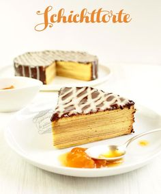 Gâteau allemand schichttorte, un gâteau en 20 couches recouvert d'un glaçage au chocolat.