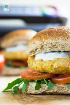 Like Chicken Tikka? You will love these Slimming World Syn Free Tikka Turkey Burgers. They're ridiculously quick & easy to make – the ultimate fakeaway burger! Low Calorie Recipes, Diet Recipes, Cooking Recipes, Healthy Recipes, Healthy Meals, Diet Meals, Slimming World Dinners, Slimming World Recipes