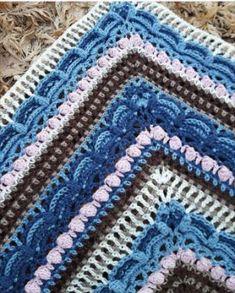 Een gratis Nederlands haakpatroon van de geweldige lost in time omslagdoek / sjaal. Wil jij de Lost en Time omslagdoek ook haken? Lees snel verder!