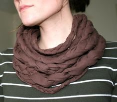 an easy DIY braided cowl neck scarf!