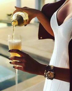 Estilo de vida de lujo con piezas a medida - estilo de vida - estilo de vida saludable - estilo de vida millonario - estilo de vida mujer - estilo de vida ideas Luxury Lifestyle Women, Rich Lifestyle, Lifestyle Blog, Spieth Und Wensky, Luxury Girl, Luxury Blog, Billionaire Lifestyle, Classy Aesthetic, Beige Aesthetic