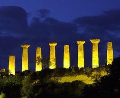 Le migliori destinazioni italiane di Best in Travel 2014; Agrigento, Tempio di Ercole © Fotografia di Enzo Farruggia