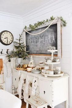 9 Stunning Useful Ideas: Dark Vintage Home Decor Floors vintage home decor shabby spaces.Vintage Home Decor Victorian Shabby Chic vintage home decor kitchen dreams.French Vintage Home Decor Bath. Decoration Christmas, Farmhouse Christmas Decor, Rustic Christmas, Christmas Home, Farmhouse Decor, Farmhouse Style, Cottage Christmas Decorating, Christmas Trees, Christmas Music