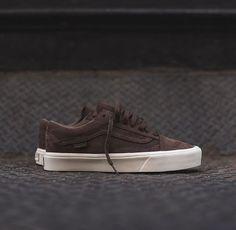 Old school Tenis Vans, Vans Sneakers, Vans Shoes, Best Sneakers, Nike Sb, Minimalist Sneakers, Hype Shoes, Adidas, Puma Suede