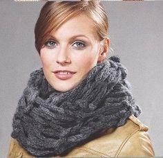 Col van Colore Big&Easy van Lana Grossa (53% scheerwol en 47% acryl) gemaakt door handbreien. Col is 43cm breed en heeft een omtrek van 92cm. Patroon met langgetrokken steken. U ontvangt de wol met gratis de gehele hand breischrijving.