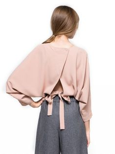 batsleeve, tie waistband, back matching buttons, open back structure, cropped length and relaxed fit. Look Fashion, Fashion Details, Womens Fashion, Fashion Trends, Trendy Fashion, Fashion Check, Looks Style, Style Me, Beige Outfit