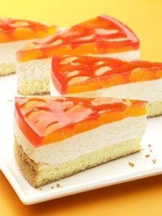 'Quark-Sahne-Torte mit Biskuitboden'