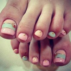 Toe Nail designpink and mint Toe Nail Color, Toe Nail Art, Nail Colors, Pastel Colors, Love Nails, Fun Nails, Pretty Nails, Pedicure Nail Art, Toe Nail Designs