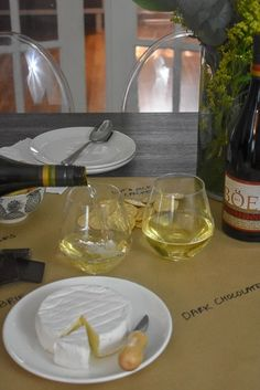 A few easy tips to help you better enjoy your next bottle with friends + wine tasting party planning ideas Wine Varietals, Different Wines, Wine Tasting Party, Black Food, Wine Bottle Labels, Bottle Opener, Cheap Wine, Wine Making, Red Wine