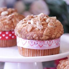 Cake Mix Banana Muffins with Pretzel Streusel #valentinesday #yum