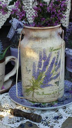 Купить или заказать ' Просторы Прованса' бидон. в интернет-магазине на Ярмарке Мастеров. Старый бидончик в стиле Прованс. Куплен на блошином рынке. Внутри очень чистый. Бидон можно использовать как вазу для живых цветов, сухоцветов, искуственныных цветов или собирать ягоды.