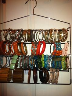 Great way to organize your bracelets. This is brilliant. You can even find ones that have a rubber cushion or velvet to protect them. - shop online jewelry costume jewelry rings white gold jewellery ad - March 23 2019 at Costume Jewelry Rings, Jewelry Ads, Jewellery Storage, Jewellery Display, Diy Jewelry, Handmade Jewelry, Jewelry Making, Jewellery Shops, Fashion Jewelry