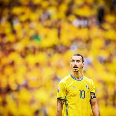 """Zlatan Unplugged I am Zweden A huge thank you 23-06-2016 I came from this place people call """"ghetto Rosengård"""", conquerered Sweden and made it my country. My way. I am Sweden. A huge thank you to the Swedish people - without you I would never have..."""