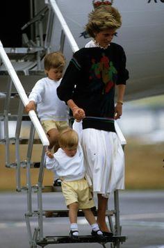 Princess Diana arrived with matching sons Prince William and Prince | Rückblick: Seht Prinz William und Kate Middleton als Kinder! | POPSUGAR Deutschland Stars Photo 5