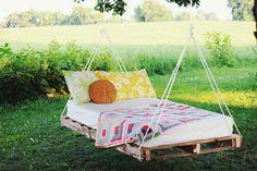 DIY Hängendes Bett aus einer Palette
