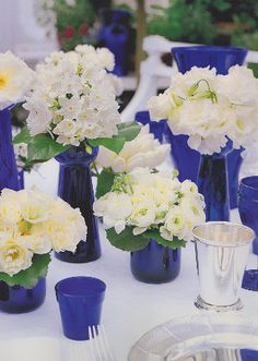 Love the cobalt blue with white.by Carolyne Roehm (Blue Bottle Centerpieces) Cobalt Wedding, Blue Wedding Centerpieces, Bottle Centerpieces, Vases Decor, Music Centerpieces, Cobalt Blue Weddings, Wall Vases, Bud Vases, Simple Flowers