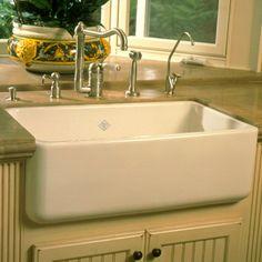 Love farmhouse kitchen sinks.