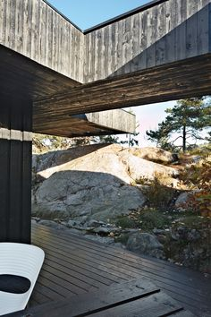A section of the roof reaches over a rock outcropping—a detail that visually connects the house to the landscape and offers a handy way to climb up to the roof deck without using a ladder.  Photo by Ivan Brodey.