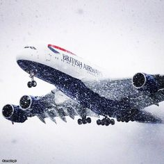 A British Airways Airbus A388 makes its way through the heavy snow at Dulles Airport. [ PHOTO / @JamesDingell on Twitter ]