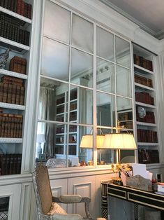 Palm Beach, a Taste for Regency - Private Newport Beautiful Space, Beautiful Homes, Cool Color Palette, Wall Trim, Traditional Interior, Architectural Features, Decoration, Regency, Palm Beach