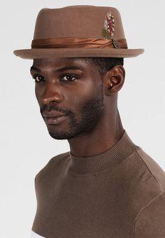 ¡Consigue este tipo de sombrero básico de Brixton ahora! Haz clic para ver  los detalles. Envíos gratis a toda España. Brixton STOUT PORK PIE Sombrero  camel  ... 3976bdea940