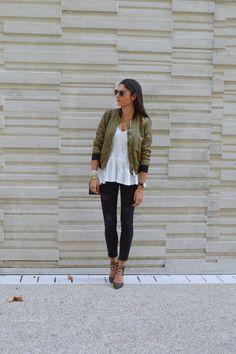 Tenue bomber kaki et jean noir Tomboy Fashion, Fashion Mode, Work Fashion, Fashion Looks, Womens Fashion, Tomboy Style, Street Chic, Street Style, Look Jean