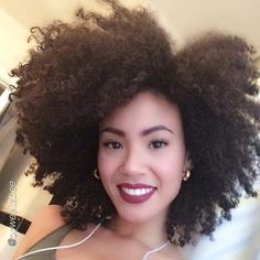 So pretty. Natural hair. Lovely makeup.
