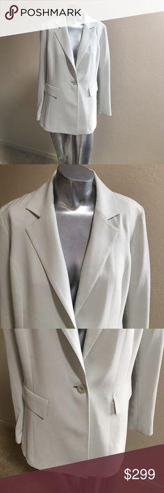 🍀St. John Green Size 6 Blazer Silk Lined Gorgeous St. John Light Green Blazer 100% Silk Lined...Gorgeous...🌿 St. John Jackets & Coats Blazers