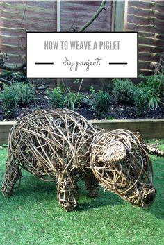 how to weave a willow piglet Garden Crafts, Diy Garden Decor, Garden Ideas, Willow Weaving, Basket Weaving, Willow Figures, Fall Window Boxes, Make A Scarecrow, Twig Art