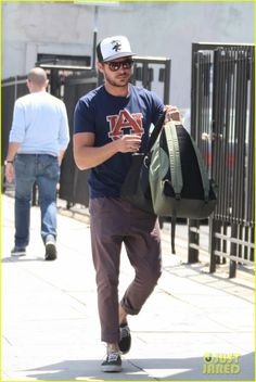 Auburn University Musical: Zac Efron spotted in Auburn shirt   The War Eagle Reader