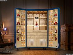 La firma Martell, productora de espirituosos y parte integrante del Grupo Pernod Ricard, ya tiene cómo transportar sus tesoros alrededor del globo sin renunciar al glamour conferido a su marca.      #martell #pernodricard #bebidas #pinelandpinel