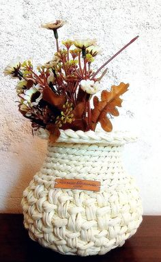 Crochet Vase, Crochet Designs, Straw Bag, Macrame, Projects To Try, Decorative Boxes, Basket, Christmas Ornaments, Holiday Decor