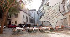 Garten - Zum finsteren Stern, im Schulhof 1010 Street View, Austria, Restaurants, Stars, Clock, Summer Recipes, Lawn And Garden, Restaurant, Diners