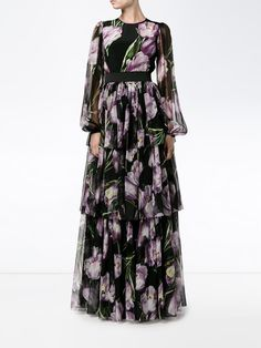 Whatever the evening occasion — Gucci, Versace, Burberry & Valentino, are just a few of the greats that have you sorted for dresses. Floral Prom Dresses, Modest Dresses, Stylish Dresses, Pretty Dresses, Casual Dresses, Simple Long Dress, Simple Gowns, Korean Fashion Dress, Fashion Dresses