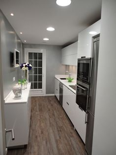Stunning Small Kitchen Design Ideas & Layout with Floor Plan Pictures Small Kitchen Bar, Long Narrow Kitchen, Red Kitchen Decor, Kitchen Interior, Kitchen Bars, Copper Kitchen, Kitchen Ideas, Kitchen Island, Kitchen Cabinets
