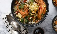 Thaise groentebowl van The Foodsisters - Libelle Daily Low Carb Recipes, Healthy Recipes, Healthy Food, Poke Bowl, Cooking Light, Japchae, Clean Eating, Paleo, Veggies