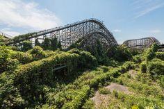 Complètement laissé à l'abandon, ce parc d'attractions japonais n'est plus qu'un immense village fantôme