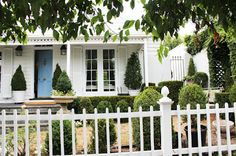 Janelle McCulloch's Library of Design: Why Are White Houses So Enticing?
