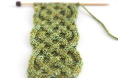 Ravelry: Mug Cozy - Celtic Saxon Braid Cable pattern by Kristen McDonnell Knitting Club, Knitting Charts, Knitting Stitches, Knitting Patterns Free, Crochet Patterns, Knitting Kits, Knitting Projects, Crochet Ideas, Celtic Knot Headband
